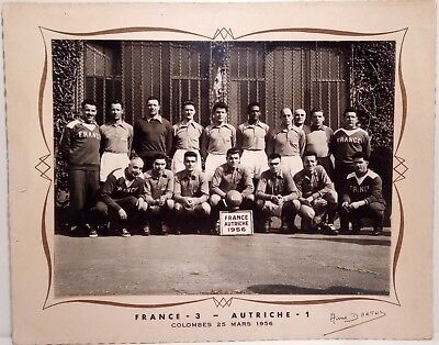 Photo originale de l'équipe de France de football face à l'Autriche. Ancien.
