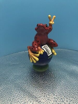 "New Peace Frogs ""On The World"" Trinket Ceramic Box Figurine By Westland No.18812"
