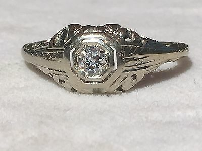 18K White Gold Art Deco Detailed Diamond Ring in a Size 6