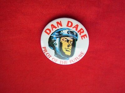 "A VINTAGE METAL PIN BADGE ""DAN DARE"" PILOT of THE FUTURE"