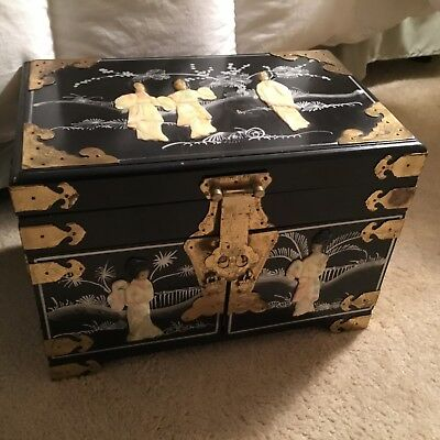 ● Beautiful Tall Vintage Black Laquer Japanese Jewelry Box Mother Of Pearl