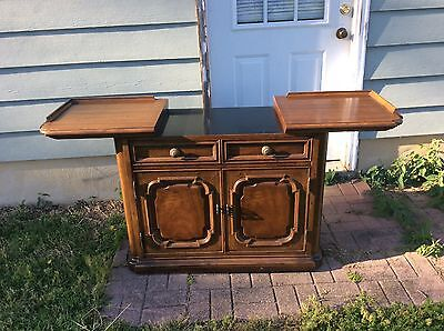 Henredon bar server buffet Berryville Va will ship in USA