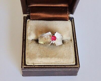 VINTAGE,GENUINE RUBY STERLING SILVER 925 Signed RING. (Sz 6.25)