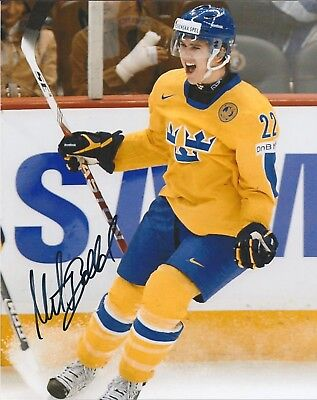 Mikael Backlund 8 X 10 Photo Mint NHL Sweden Autographed Calgary Flames