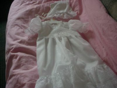 Euc Baby Girls Long Flowing Christening Baptism Gown W/ Bonnet