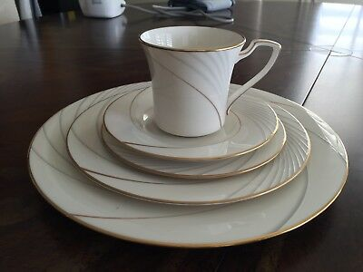 Noritake GOLDEN TIDE 5 Piece Place Setting 6054040