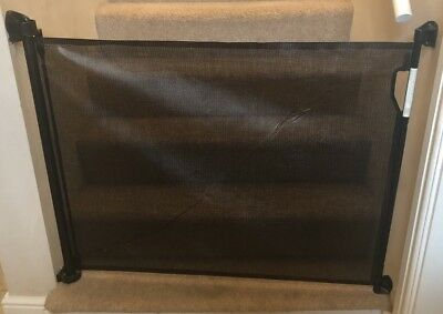 Dreambaby Retractable Gate - black (fits gaps up to 140cm) Hardly Used