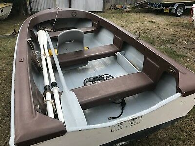 12FT Fiberglass boat old but in Exelant Condition and ready for use. BARGAIN!!!!