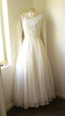 50,s/60,s beautiful white lace bridal gown with stand up neck with pearl and bow