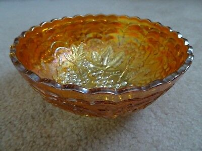 Carnival glass Marigold, grape pattern, round bowl - great condition