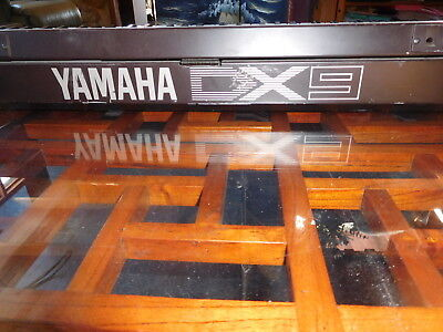 Yamaha DX9 Synth (Poly and mono) + Stand