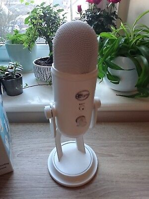 Blue Yeti: Whiteout (with original box, cable & manual) USB Microphone