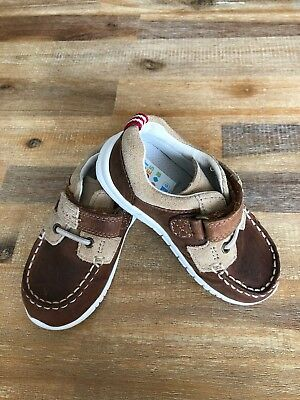 Boy Clarks Size 6.5 G Leather Shoes