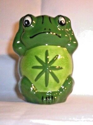 Frog E490 FFFF Ceramic Frog Pencil Holder