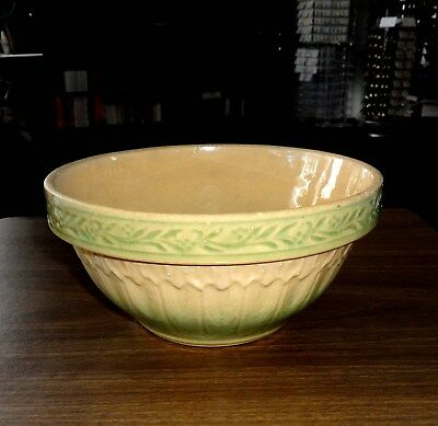 "Rare Hull Cream & Green Hull Gothic Pattern 7 1/2"" Bowl"