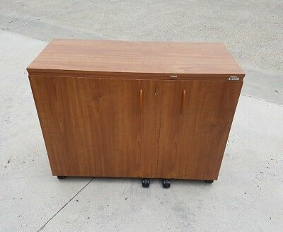 sewing cabinet Horn , w/ fold out work bench  Australia made very good condition
