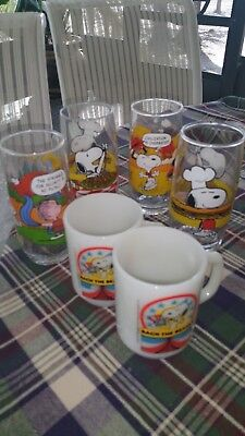 4 Vintag Charlie Brown Snoopy Collection Collectible Glasses and mugs