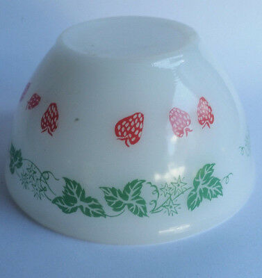 Vintage Agee Pyrex SMALL Strawberries (1966) Ivy milk glass nesting bowl
