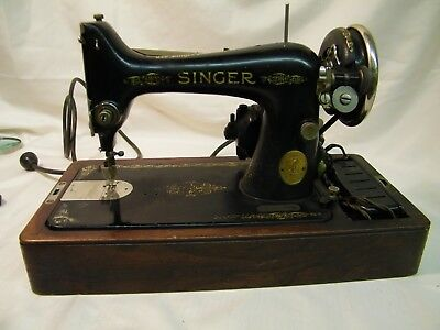 VINTAGE 1927 SINGER Sewing Machine 99 SERIAL # AB791392  Runs parts/ repair