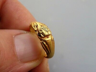 ROMAN GOLD RING depicting head of Goddess Juno Regina.Circa 2nd-3rd C.AD