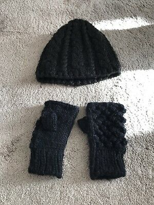 Black Hat And Fingerless Mittens Teen/lady