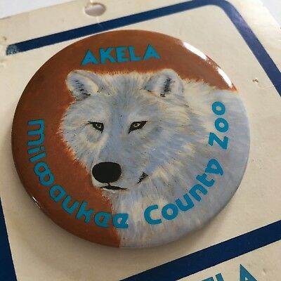 Vtg White Arctic Wolf Button Pin Milwaukee County Zoo 1986 Akela Collectors Pin