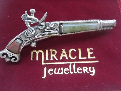 Vintage Signed Miracle Jewelery Scottish Paved Agate Flintlock Pistol Brooch Pin