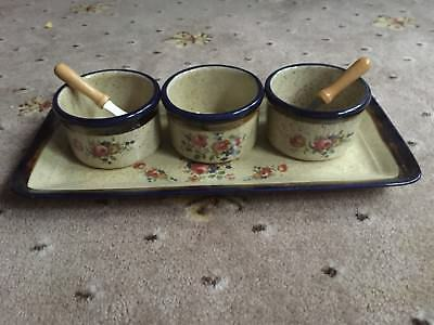 Robert Gordon Pottery Annies Range 3 Small Dishes On Tray