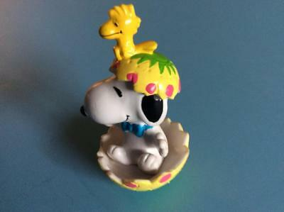 Peanuts Figurines  -   Snoopy, an egg shell, and Woodstock