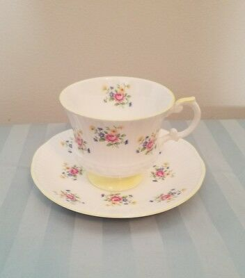 Vintage Elizabethan English Fine Bone China Footed Tea Cup And Scalloped Saucer