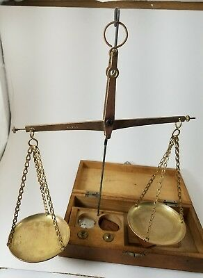 Vintage  Jewelry Apothecary Scale made Japan