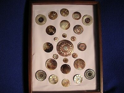 Beautiful Vintage Collection of 25 Hand Carved Fashion Shell Button Pearl Lot