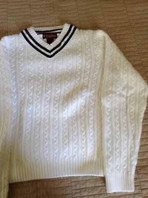 Brooks Brothers  White Sweater  Boys Size M In Good Condition
