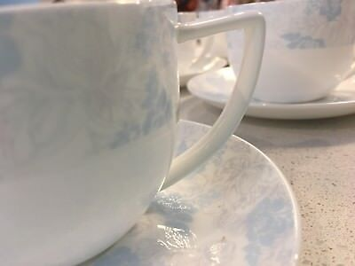 Fine Bone China - Full dinner set blue white gloss AS NEW no scratch marks 38pc
