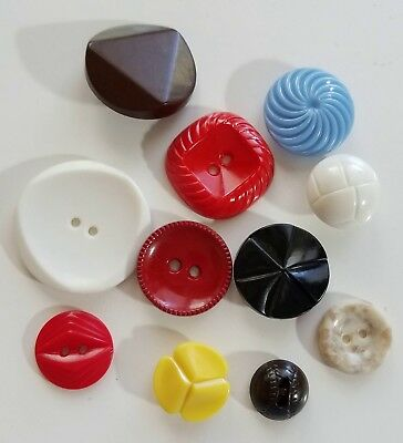 #6L Lot of 11 Vintage Plastic Colt MFG Colorful Buttons