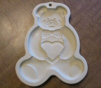 THE PAMPERED CHEF 1991 TEDDY BEAR Holding a Heart Clay Cookie Mold stoneware