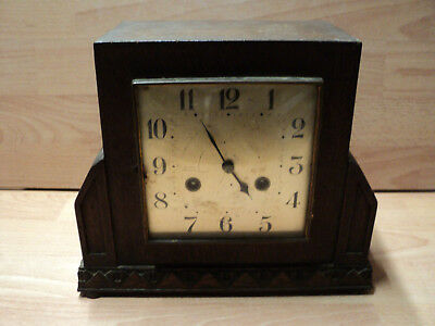 Oak case wooden mantle clock, art deco, pendulum mechanisms but for repairs