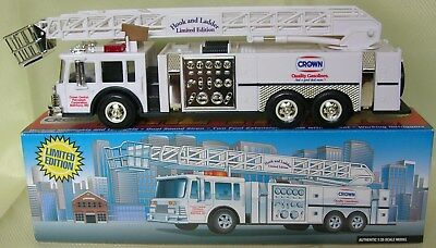 1996 Limited Edition Crown Aerial Tower Fire Truck 1:35 Scale Model #00107  NIB