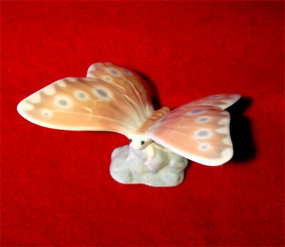 NAO by LLADRO HAZY SUNSHINE BUTTERFLY PORCELAIN FIGURINE MADE IN SPAIN