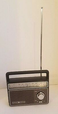 Vintage General Electric radio model 7-2825a. Great working condition.