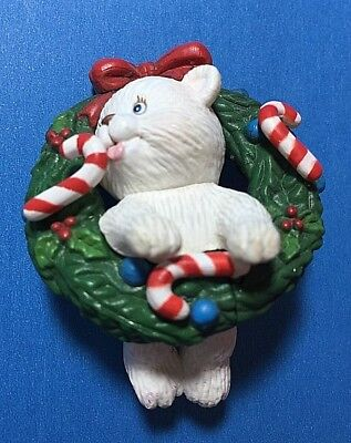 "Cute ""Bear in A Wreath"" Ornament  (NB)"