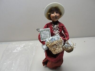 2000 Byers Choice The Carolers Cries Of London Lady Vendor Selling China Tea