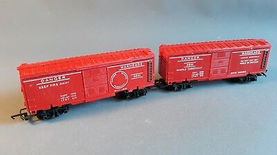 Triang R249 Vintage Exploding Box Cars X 2 Good Condition Unboxed Oo Gauge(Dx)