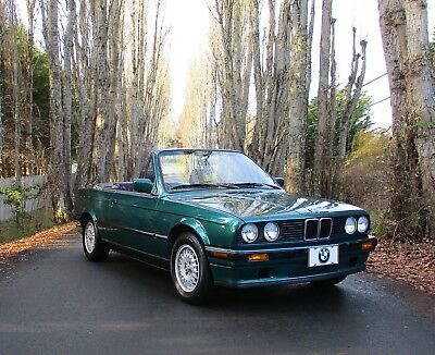 1992 BMW 3-Series E30 with Sport package and Premium Audio 318i Convertible - 5 speed - Rare Colour - Low mileage - Mint condition - E30