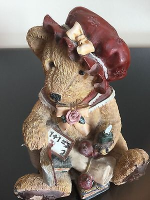 COLLECTABLE Vintage Ceramic ORNAMENT / FIGURINE of FEMAIL BEAR with the Book, UK