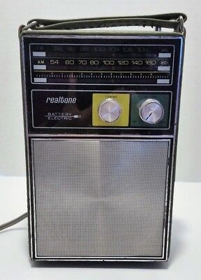 Vintage Realtone Nine Transistor Radio Model 2221 with Army Green Case WORKS