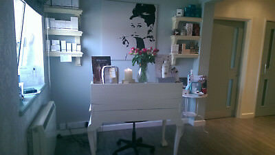 Chabby chic Dressing Table Drawers Antique French Style White (newly painted)