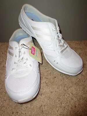 New Skechers memory foam women's white walking shoes size 8 M /slip-ons