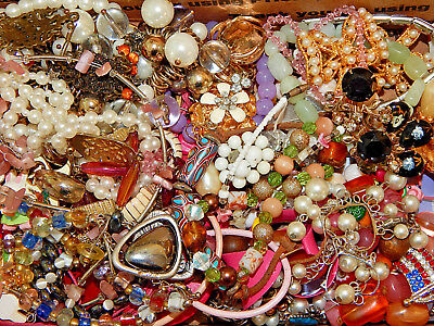 Vintage lot of untested/unknown Jewelry many mixed pieces #19