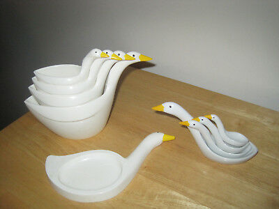 Geese Measuring Cups (Plastic) & Avon Ceramic Measuring Spoons + Spoon Rest